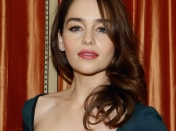 Emilia Clarke la diosa de Game of Thrones ¿le das?