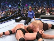 Brock Lesnar destruye el ring con el cuerpo de The Big Show