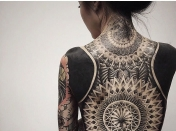 Los 'blackout tattoos', la nueva tendencia en Singapur