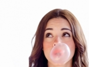7 beneficios de masticar chicle