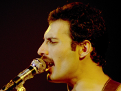 Queen, Freedie Mercury en el post que merecen.